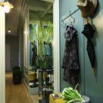 зеленый цвет в дизайне коридора