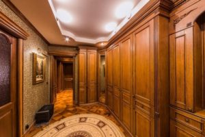 фото коридора в классическом стиле
