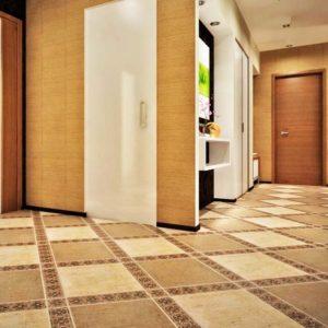фото коридора выложенного керамической плиткой
