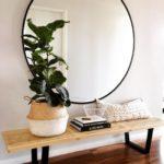 настенное зеркало для прихожей дома или квартиры
