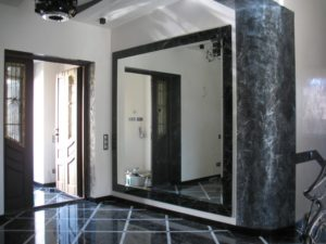зеркало для прихожей в неоклассике