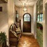 Банкетка в дизайне коридора