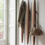 Деревянная настенная вешалка