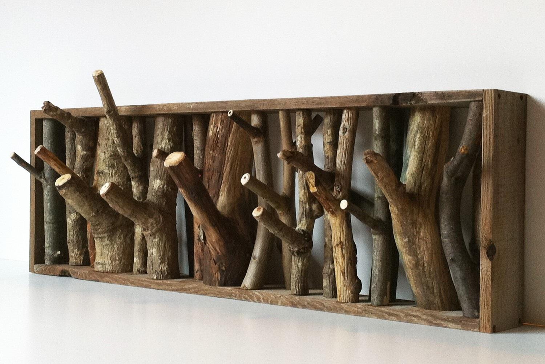 Вешалка из веток дерева