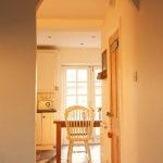 арки из прихожей на кухню