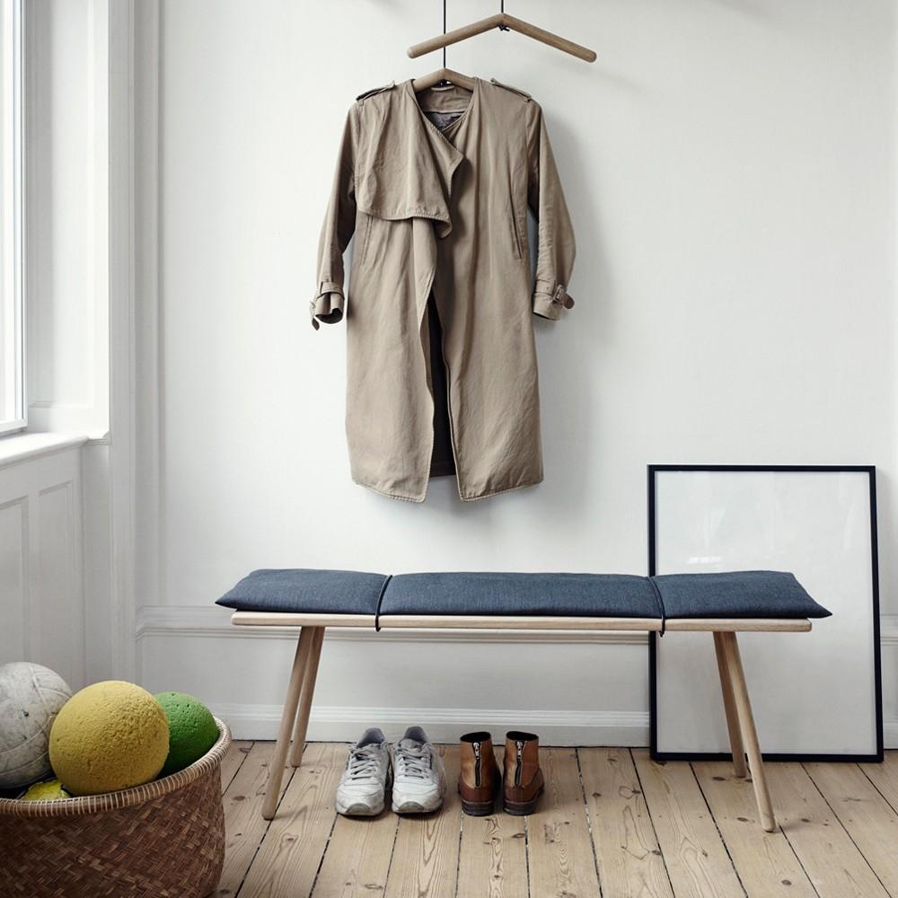 деревянная вешалка в прихожей минимализм