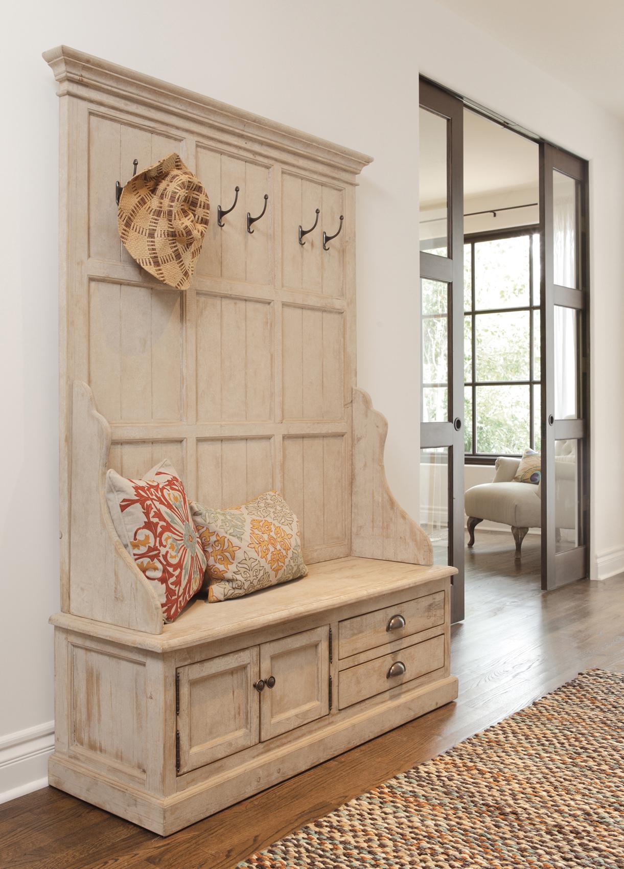 деревянная вешалка в прихожей стиля прованс