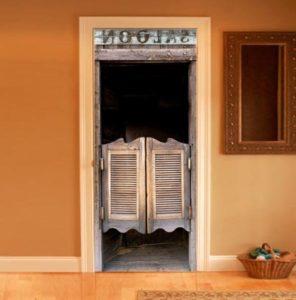 дверь салуна в прихожей