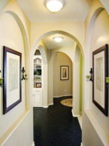 коридор и прихожая с аркой
