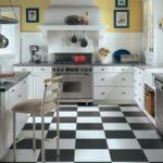 квадратная плитка на кухне в черных и белых цветах