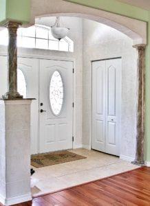 входная арка в доме