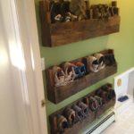 Деревянные полки для обуви в коридор.