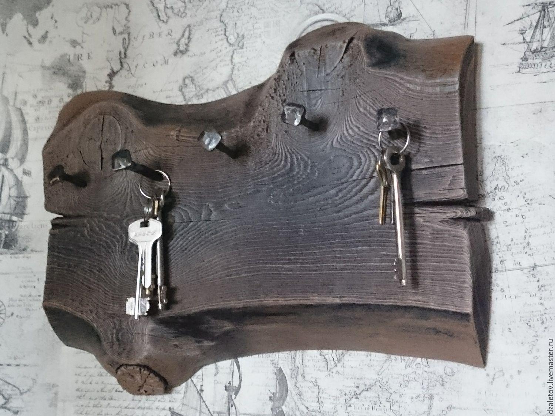 Ключница в виде гвоздей на стене