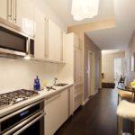 Кухня-в-коридоре-однокомнатной-квартиры