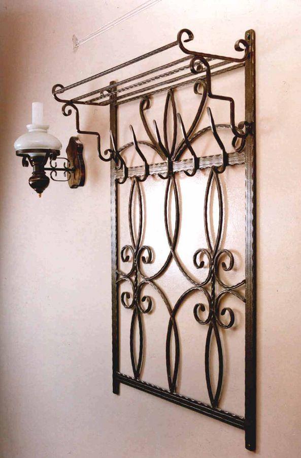 Настенная вешалка в стиле барокко.