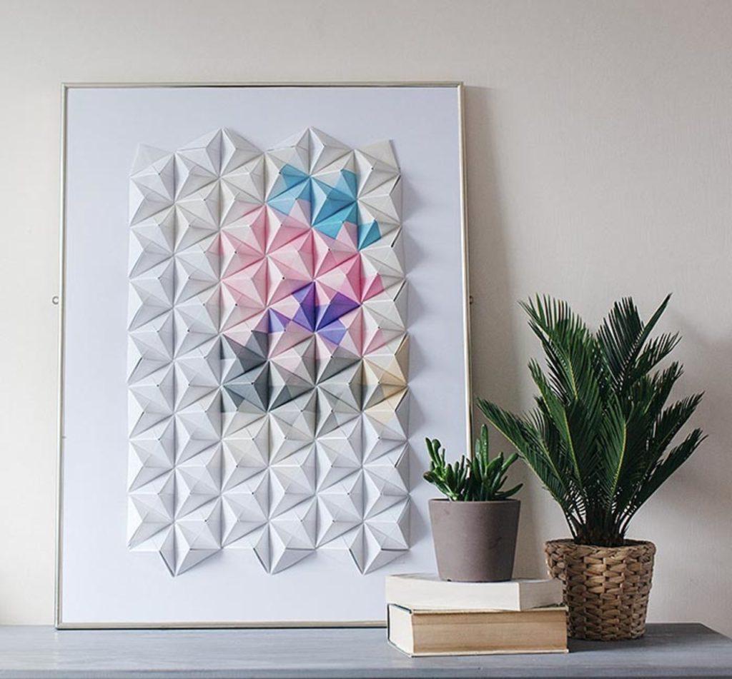Настенное украшение прихожей оригами.