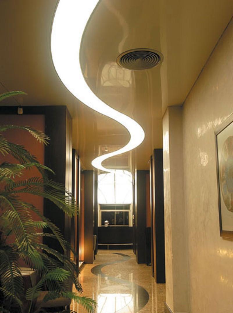 Потолок с подсветкой в прихожей