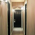 Полосатый узкий коридор