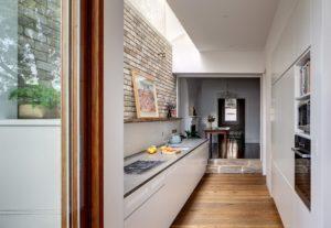 дизайн кухни в коридоре