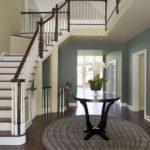 дизайн лестницы в прихожей