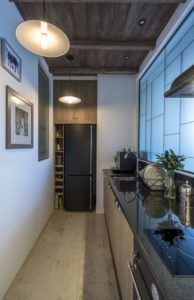 фото небольшой кухни в коридоре