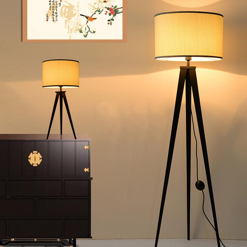 коридора с напольными лампами