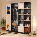 корпусный шкаф в комнате
