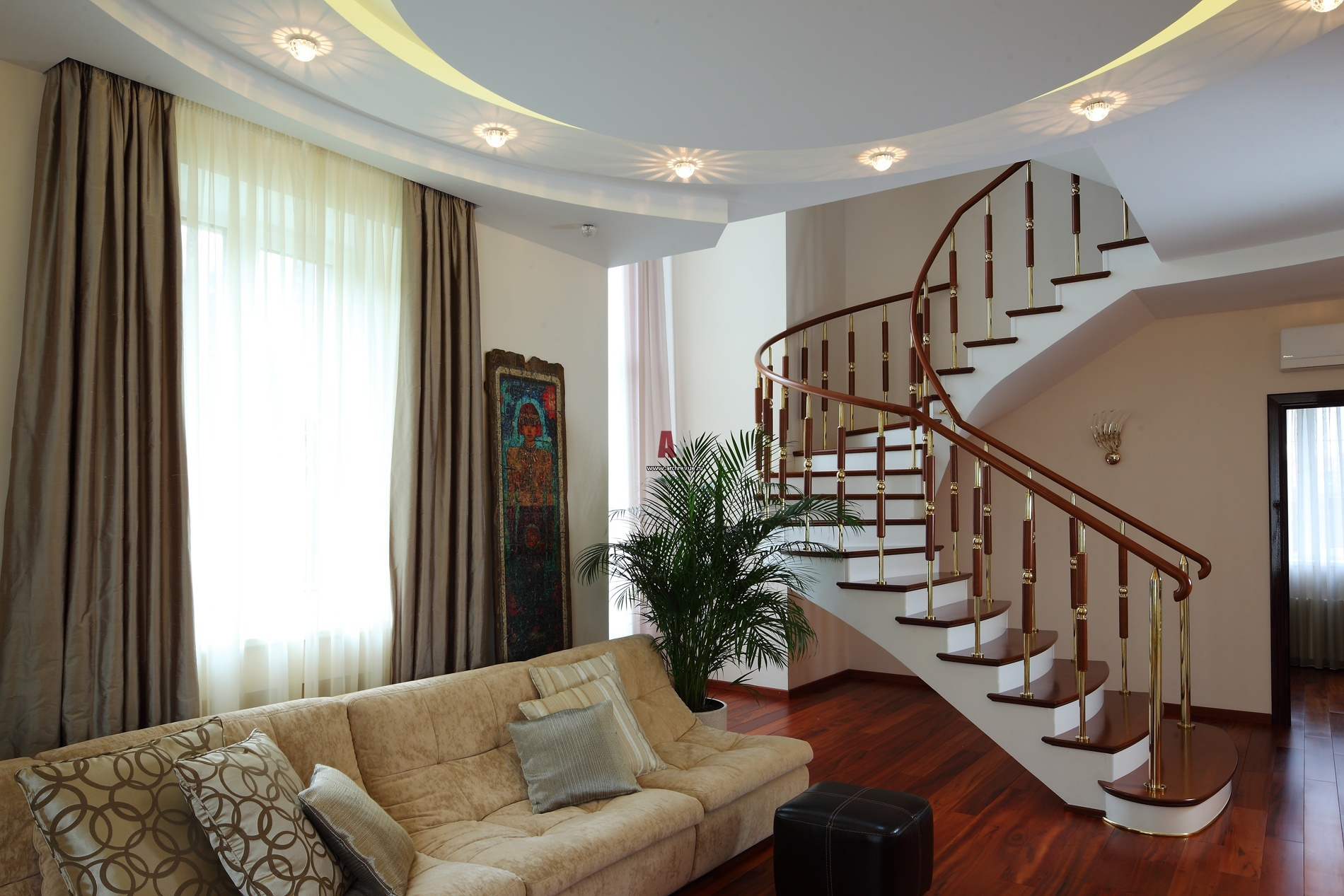 красивая лестница в стиле кантри