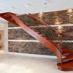 красивая полувинтовая лестница