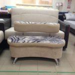 кремовый диван для прихожей