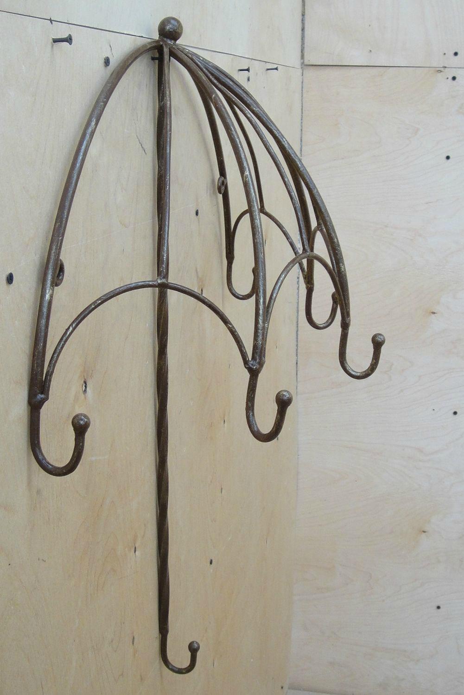 Держатель для зонтов в виде крючка на стене.