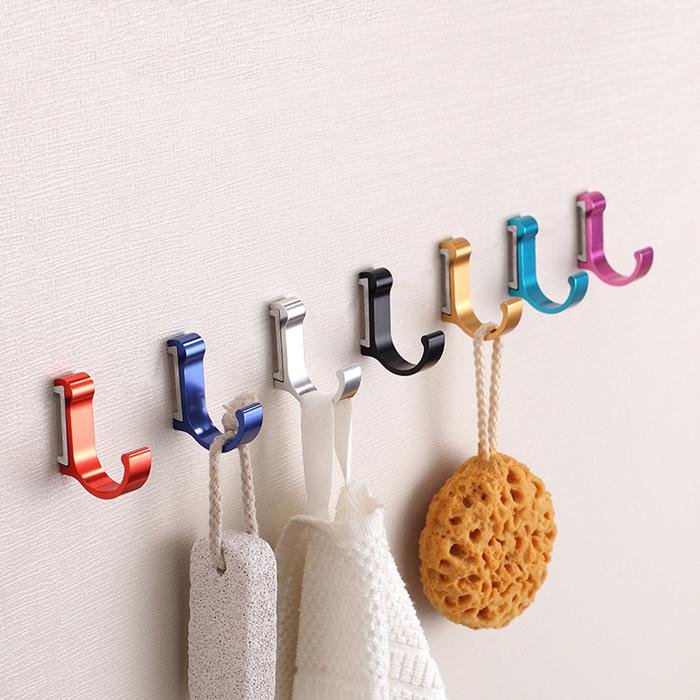 Крючки для полотенец используем для ключей