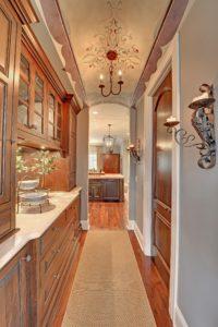 кухня-коридор в восточном стиле