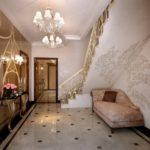 лестница под которой есть место для дивана