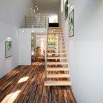 лестница в узкий холл