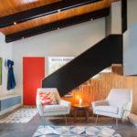 лестница в ярком дизайне