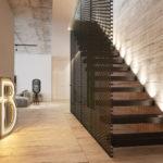 металлическая лестница в холл