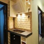 оформление черно-белого коридора-кухни