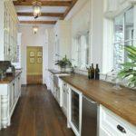 оформление узкой кухни-коридора