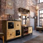 прихожая с модульной мебелью и кирпичными стенами