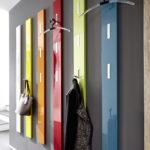 Разноцветная вешалка в коридоре