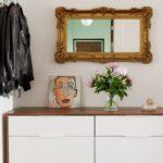 современный комод с зеркалом