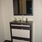современный комод с зеркалом в прихожей