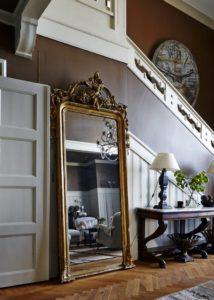 зеркало в интерьере коридора