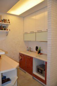 зонирование пространства кухни и коридора