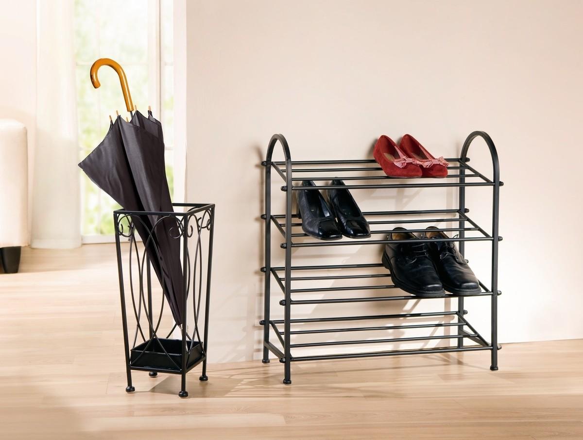 Подставка для обуви в коридоре
