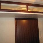 узкая антресоль по потолком