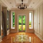 Прихожая с окнами в классическом стиле