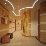коридор с отделкой на стенах