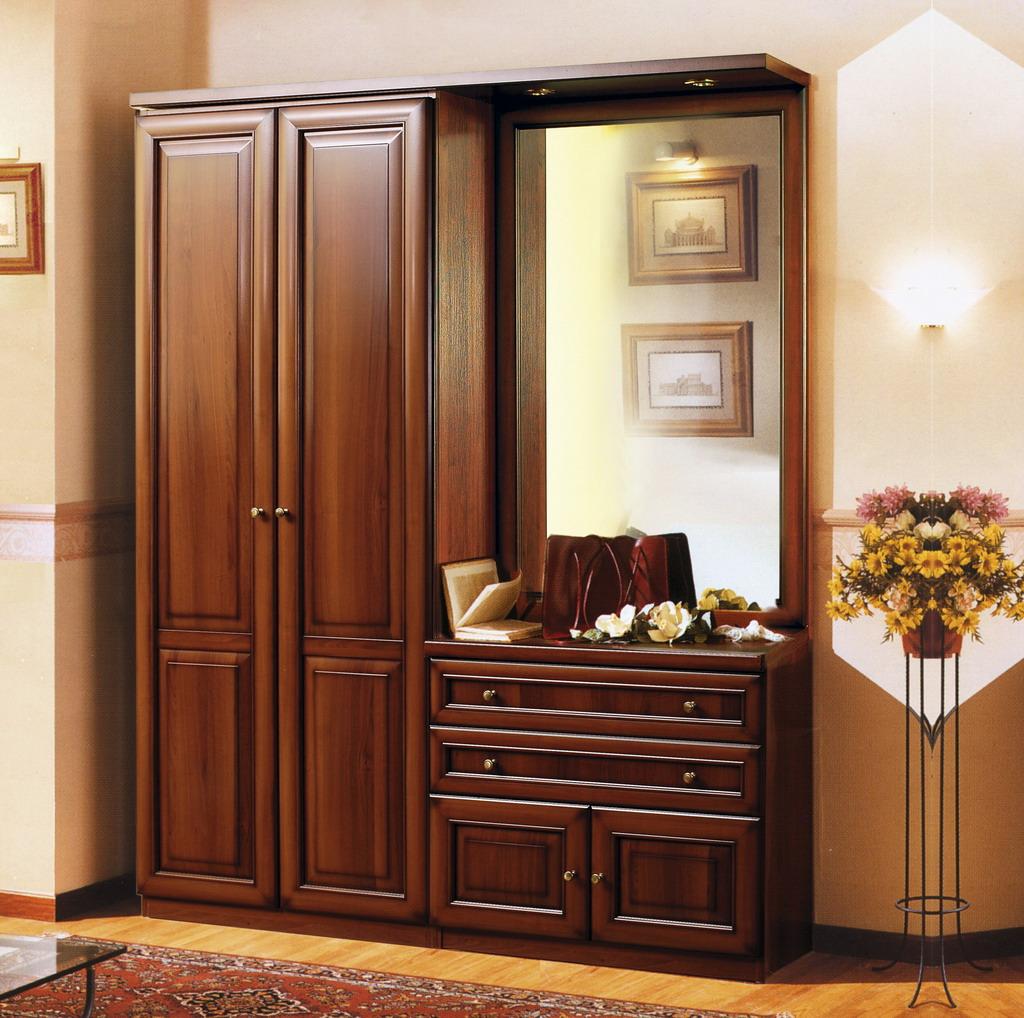Фото деревянного шкафа в прихожей
